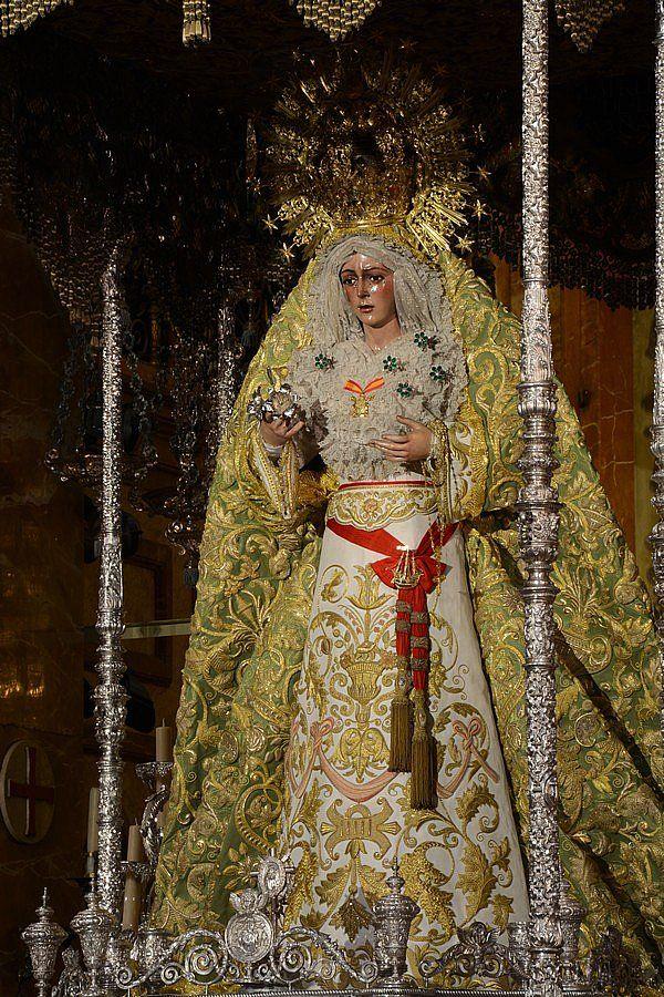 Virgen Macarena en su paso para el aniversario de la Coronación.