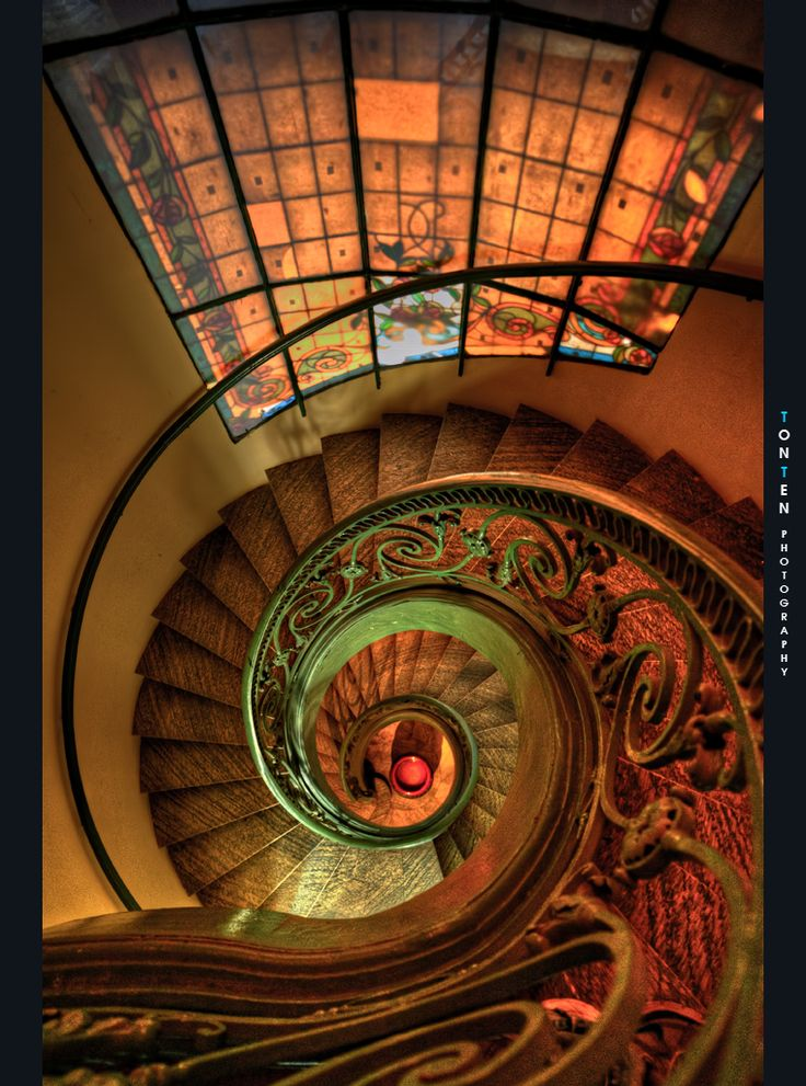 Saw this staircase when I was at the coffee shop with my photo friends Location: District 1, Sai Gon