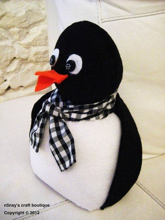 Inspiration for penguin door stop. Think it might be wise just to do the tummy in a different fabric & the eyes separate. Also like the open beak!