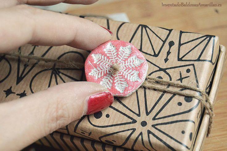 Cómo hacer adornos de arcilla para Navidad