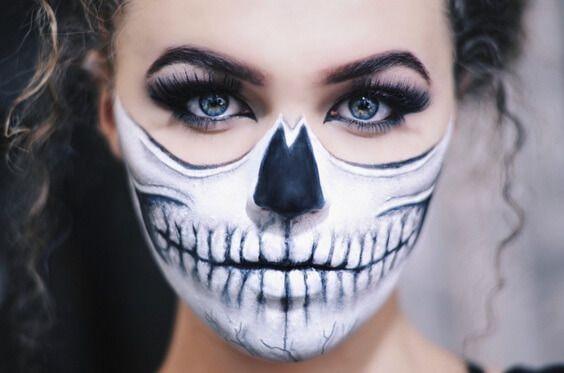 half-skull-makeup                                                                                                                                                                                 Más