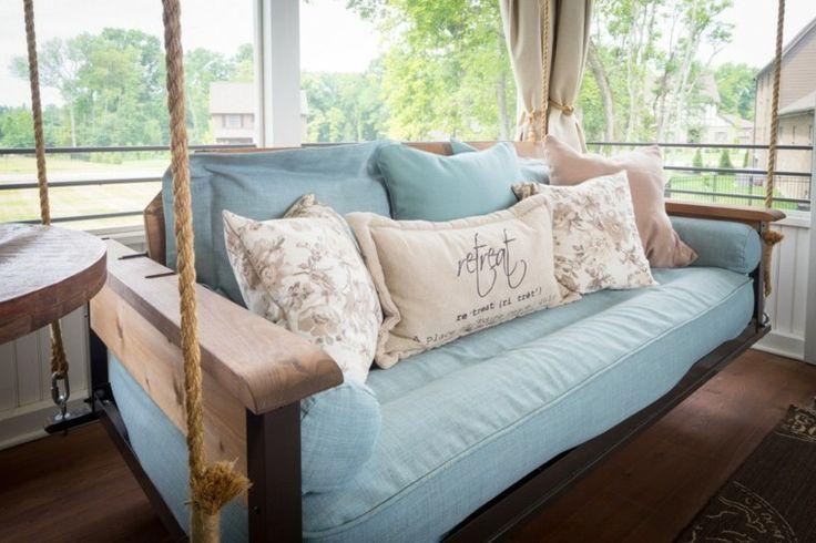 sofa et lit suspendu en bois par Porchco