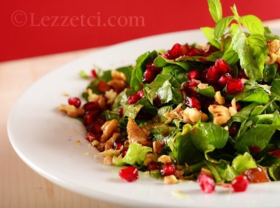 Narlı Cevizli Roka Salatası
