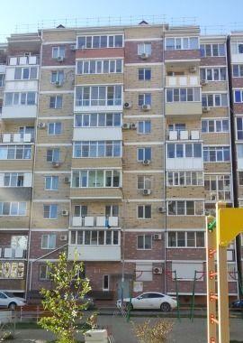 Cданные дома / 2-комн., Краснодар, Артезианская улица, 3 000 000 http://krasnodar-invest.ru/vtorichka/2-komn/realty235235.html  р-н Карасунский, ул. Артезианская, д.10 Продается двухкомнатная квартира в доме 2012 г постройки. Монолит/кирпич. 9/9 этажей. Отличная теплоизоляция. Лифт грузовой. Потолки 2,75. Общая 61,7 м, комнаты 21,5 и 13 м, кухня 14 м.Ремонт качественный, теплый пол, в комнатах паркетная доска, фильтры на воду. Окна на восток. балкон из кухни, не застеклен. Теплая, светлая…