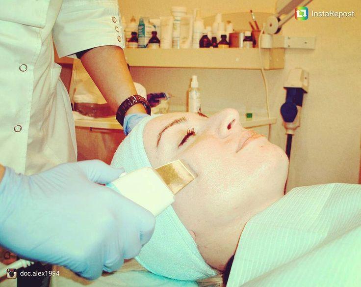 Ультразвуковая чистка кожи лица - одна из самых популярных процедур аппаратной косметологии. Аккуратно и безболезненно очищает поры, сальные железы, комедоны, ороговевшие клетки, активизирует клеточный обмен, улучшает тонус и разглаживает мелкие морщины. Результат великолепен! #ультразвуковаячистка #чисткалица #ультразвук #косметология #красота #красиваякожа #молодость #женщинам #ultrasonic #facecleaning #cosmetology #cosmetologist  #kharkov #beauty #beautywomen #young #women #…