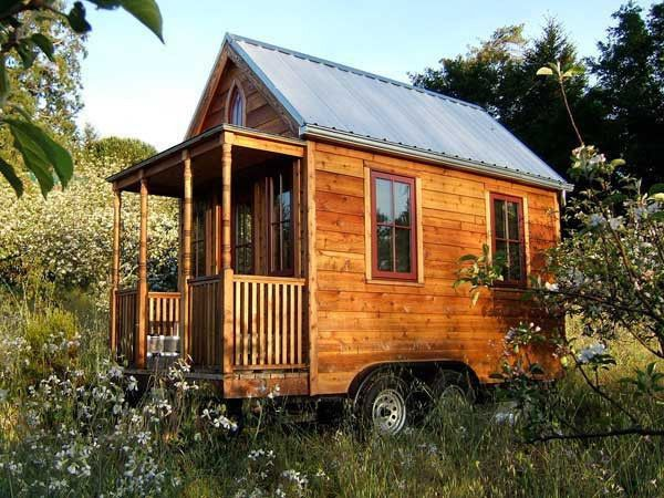Tumbleweed Tiny House Company I'm going to ask Mom if I can put this in her back yard. LOL 89 square foot house with a tiny loft bed. Epu Plans - House to Go Green Building Plans
