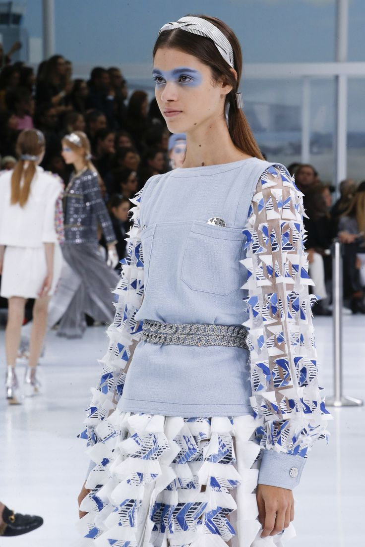 Chanel Spring 2016 Ready-to-Wear Fashion Show Details ... - photo #8