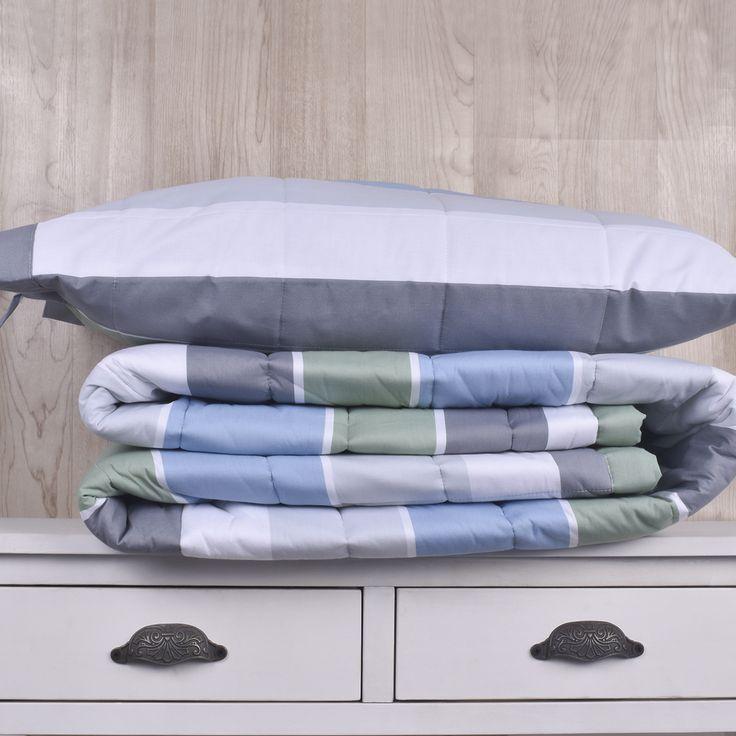 Edredón de 200 hilos, diseño Rayas verdes, gris, celeste. Contiene un edredón y sus fundas de almohadas correspondientes. Colección Indira.