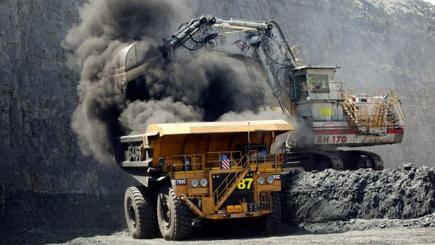 Australia's big banks have slammed the brakes on project finance lending to expand the coal industry since late 2015, but are still lending billions for other fossil fuels developments, environmental finance group Market Forces says.