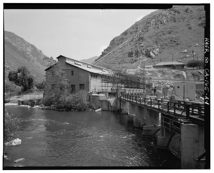 WEST END EXTERIOR OF KERN RIVER No. 1 POWERHOUSE BUILDING SHOWING SWITCHRACKS ON SOUTH SIDE AND PACIFIC GAS AND ELECTRIC COMPANY KERN RIVER CANYON POWERHOUSE FOREBAY STRUCTURE HAER CAL,15-BAKF.V,1A-1.tif