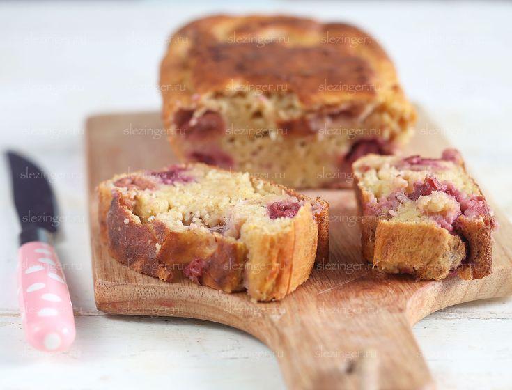 Вкусный и сытный кекс с клубникой на завтрак или на перекус, к чаю или просто так. В общем, отличный полезный десерт. Общая калорийность: 656 ккал. Ингредиенты: Мука ц/з пшени