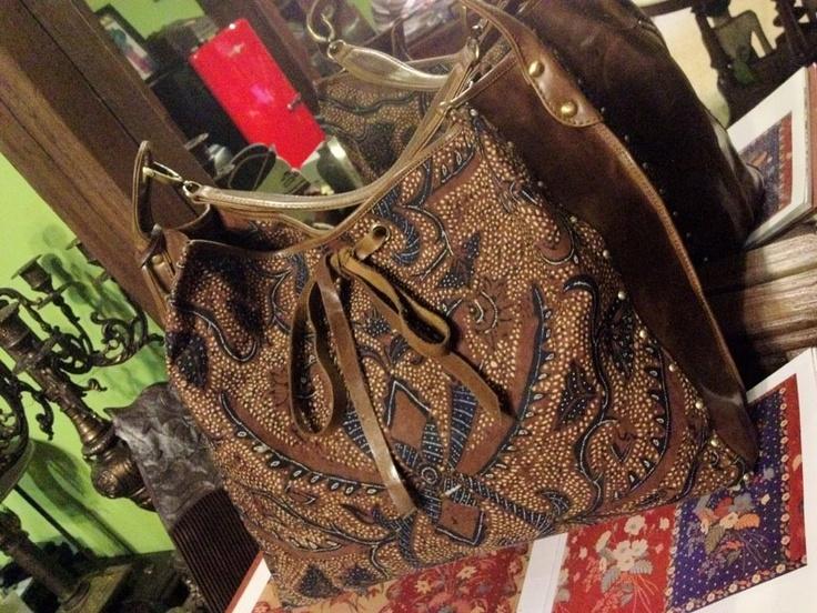 TORAJA Hobo Bag / Small Size / Serial # 0740299i / Vintage Batik Sogan Classic w/ Pisan Bali Pattern / Antique Italian Premium Genuine Cow Leather / June 20, 2012