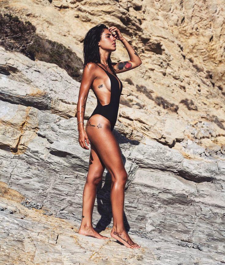 """""""Mi piace"""": 136.6 mila, commenti: 353 - Giulia (@giuliadelellis103) su Instagram: """"Buongiorno da una della mie isole preferite Pronti a condividere un nuovo viaggio ?!…"""""""