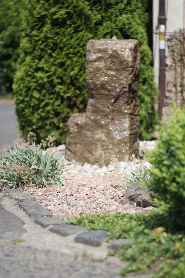 Wasserspiel ☯ Brunnen ☯ Naturstein ☯ Quellstein ☯ Muschelkalk ☯ Wasser im Garten Ausstellung BRUNNENSCHMIEDE.DE