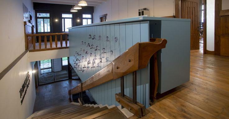 Mobilier spatiu birouri. Mai multe detalii pe http://mobiera.ro/mobilier-comercial-birouri/