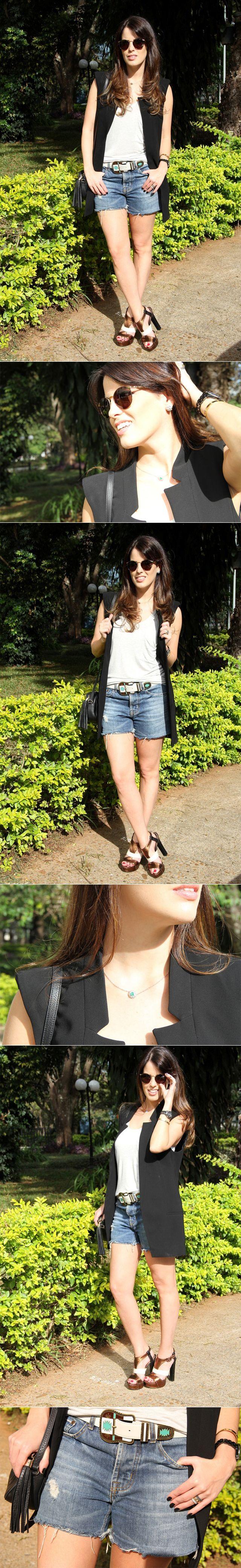 Colete de alfaiataria com shorts jeans