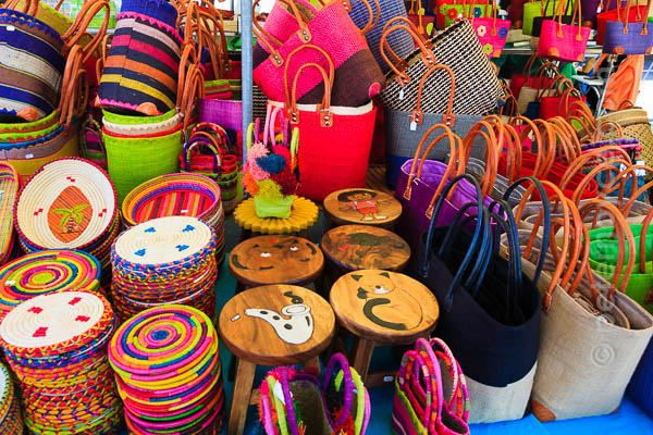 Paniers colorés Marché de Saint Palais sur Mer