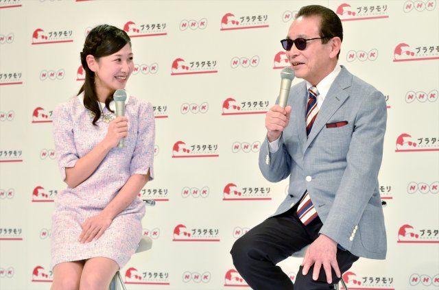 タモリと桑子真帆NHKアナウンサー(左)。