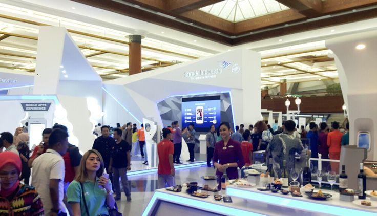 WinNetNews.com - Di hari ke 2 Garuda Indonesia Travel Fair (GATF) 2017 di Jakarta Covention Center (JCC) Jakarta (11/3/2017), di booth Garuda Indonesia masih dipadati pengunjung yang berburu tiket murah. Mereka memburu tiket murah ke berbagai tujuan.Dalam even ini, Garuda Indonesia menggandeng BNI sebagi