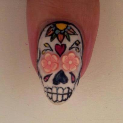 Pinterestteki 25den fazla en iyi skull nail designs fikri sugar skull nail art prinsesfo Choice Image