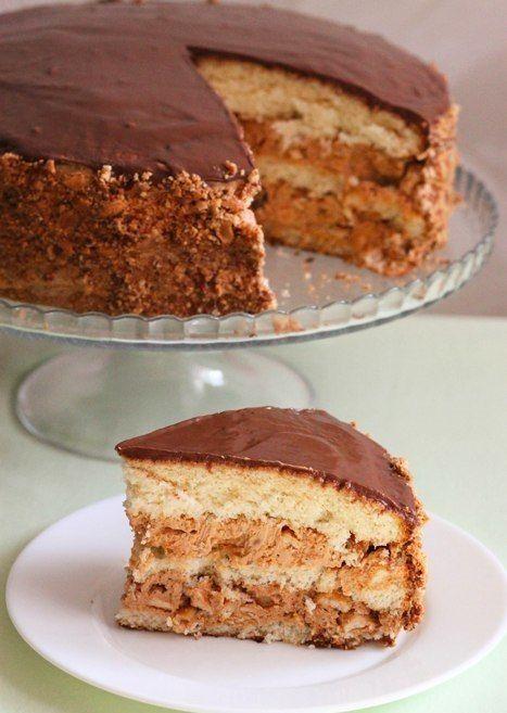 """Торт """"Сникерс"""".  Этот торт пеку уже второй раз и однозначно буду печь еще. ВКУСНЯТИНА! Он стал для меня открытием в плане приготовления бисквита, а также я попробовала новый способ приготовления глазури. Очень мне понравилось экспериментировать:) Предупреждаю, торт очень сытный, впрочем, как и его коллега батончик """"Сникерс"""". Много орехов, крем напоминающий карамель и нугу и щедрый слой молочного шоколада.  Вам потребуется:  (форма диаметром 26 см):  Для теста: - 5 яиц - 180 г сахара - 170…"""