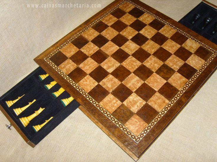 Olá amigos abaixo fotos de tabuleiros para xadrez, gamão e dama, o tabuleiro de xadrez pode ir com ou sem peças, as peças são todas em madei...