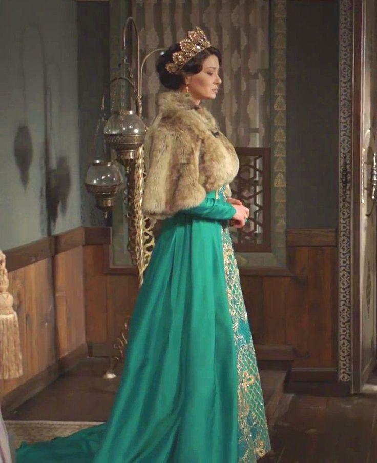Valide Kösem Sultan (Nurgül Yeşilçay)  (39. bölüm)