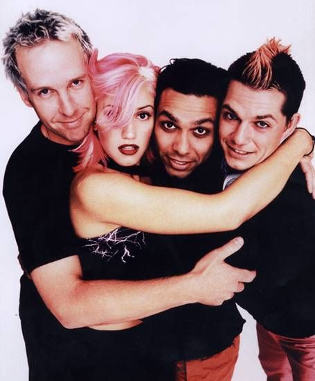 gwen w/ candy pink hair <3   i miss 90's