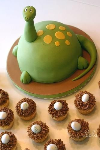 dinosaur cake with egg cupcakes!Birthday Parties, Cake Ideas, Parties Cake, Dinosaur Party, Parties Ideas, Dinosaurs Birthday, Dinosaurs Cake, Birthday Cake, Dinosaurs Parties