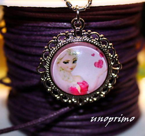 Colliers, Collier avec pendentif FROZEN Elsa est une création orginale de unoprimo-pl sur DaWanda