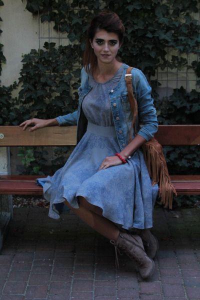 Grey dress in blue flower print plus boho bag