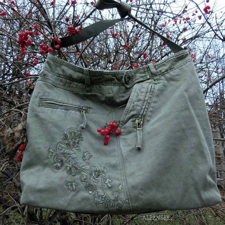 Сумка, сшитая из бывших джинсов моей сестры и для сестры. Хотелось сохранить красивую вышивку и сделать большую удобную сумку на каждый день. Цвет нейтральный, подходит под любой наряд, сестра всегда красотка😉😀. 🌸🌸🌸. Upcycled bag for my sister from her jeans. I wanted to keep beautiful embroidery and to made big comfortable bag for everyday use.  #alpensee #alpensee_bags #alpensee_denim #denimbag #denim #upcycled #denimaddict #denimlove #denimlovers #jeansupcycling #джинсоваясумка…