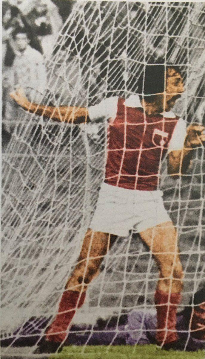 Pandolfi celebrando el gol frente al America.1977 en el ultimo minuto,3-2.Dandonos la clasificacion a las finales.
