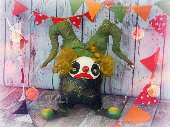 Wandering Clown. Vintage. Jester. Sad clown Green by ToysFromVili