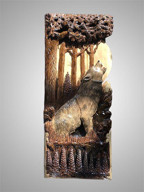 """Резное панно из дерева на стену """"Волк""""🐾 сделано из цельной кедровой доски, резка детальная и аккуратная. Изделие уникальное, массивное и красивое. Подойдает для гостинной, холла или большой спальни. А вы знаете почему волки воют на луну?🌔 Нет? Луна здесь ни при чем, они просто выражают свои эмоции по поводу рождения волчат, например, или других жизненных радостей или горестей. Общаются друг с другом, приглашают на охоту или оповещают об опасности. Вот так🙂#сувенирыгорногоалтая #панноволк…"""