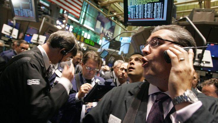 Die Kurse an der Wall Street rutschten am Mittwochabend deutlich ins Minus. Der wichtige Aktienindex Dow Jones fiel bis Handelsschluss um rund 1,8 Prozent auf 20.606 Punkte - das war der größte prozentuale Tagesverlust seit September vergangenen Jahres. Auch der Dollar kam spürbar unter Druck.   #Dax #Donald Trump #Dow Jones #Europäische Aktien #Geldpolitik #Rußland #US-Aktien #US-Investoren #Wall Stree