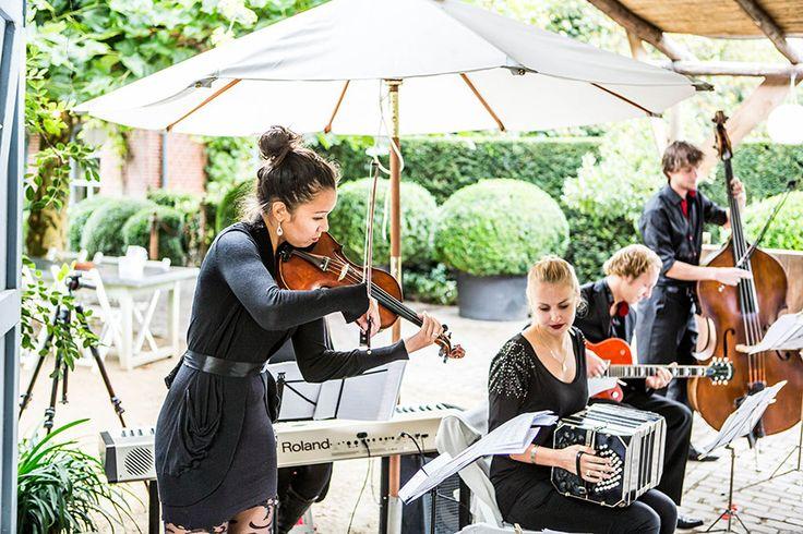 Live band tijdens de bruiloft, Domaine en Orangerie d'Heerstaayen, Bruidsfotografie, Bruidsfotograaf   Dario Endara
