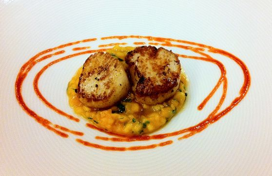scallops served with fresh mango & Thai basil salad and homemade chili ...