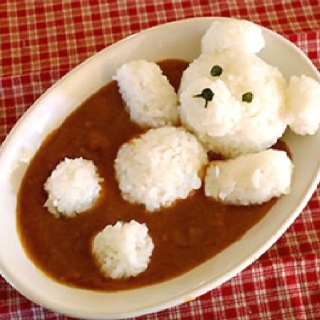 there's no link to the recipe, so I'll just take it as an inspiration for e vegan tomato soup with rice balls ^_^