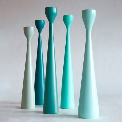 From vintage green, turquoise to petrol green. Original Rolf™ candlesticks in three sizes and 30 colors, oak and teak. Beech and oak wood. FREEMOVER.se design Maria Lovisa Dahlberg.