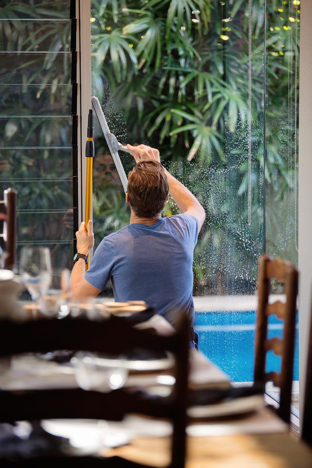 How To Wash Windows Washing Windows Best Glass Cleaner Two Story Windows