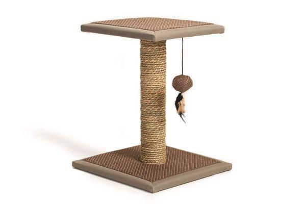 Rascador de cuerda natural con nivel para gatos juguetones. Tiene una columna que une la base cuadrada a una plataforma, de la que cuelga un...