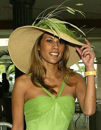 Great color!Summer Hats, Woman Fashion, Green Hats, Spring Colors, Keys Limes, Kentucky Derby Hats, Limes Green, Feathers, Sun Hats