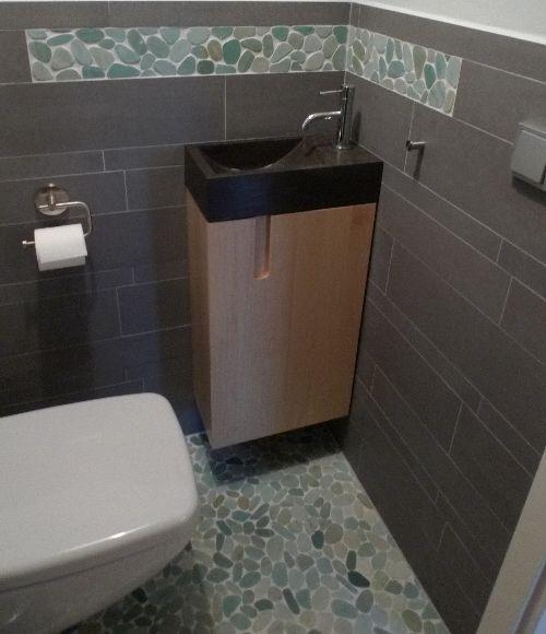 Hewitt Furniture - Mosaic Tegels en Esdoornhout Kastje in WC