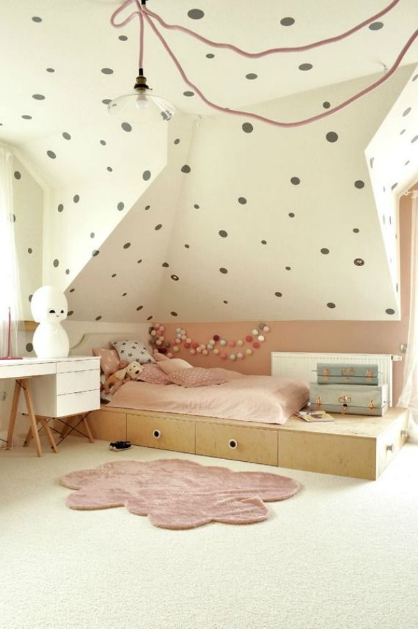 large polka dots all over the room - kids bedroom - decoration idea