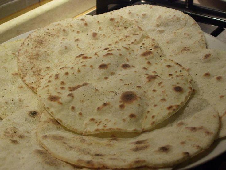Piadine senza glutine Bimby, pronte in pochissimi minuti. Ingredienti: 500 gr di farina senza glutine, 250 ml di acqua, 2 cucchiaini di sale, 50 gr di olio evo