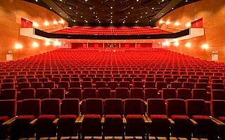 martiniplaza groningen MartiniPlaza Theater is één van de grootste theaterzalen van Nederland. Met een zaalcapaciteit van 1.580 comfortabele stoelen huisvest MartiniPlaza Theater met de grootste musicalproducties die door Nederland toeren.