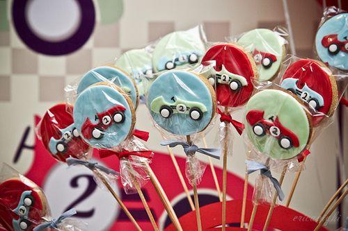 Party decoration: vintage race car theme! Special cookies by Tammy Montagna! Ericavighi Fotografia e decoração: festa com tema carro vintage!! Cookies da Tammy Montagna! http://ericavighifoto.blogspot.com.br/