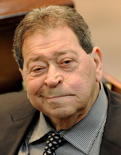 † Binyamin Ben-Eliezer (80) 28-08-2016 De Israëlische oud-minister van Defensie Binyamin Ben-Eliëzer is zondag overleden. De tachtigjarige Ben-Eliëzer was een gevierd legerofficier, politicus en vredesonderhandelaar, maar raakte later verwikkeld in corruptieschandalen en viel van zijn voetstuk.  https://youtu.be/zMX9dqwe9Zc