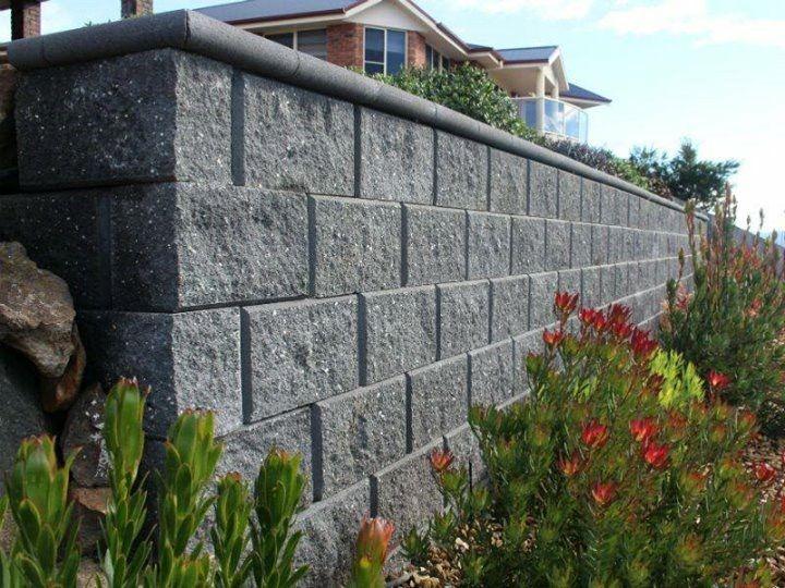 Charcoal Versawall With Bullnose Cap In 2020 Concrete Retaining Walls Retaining Wall Retaining Wall Design
